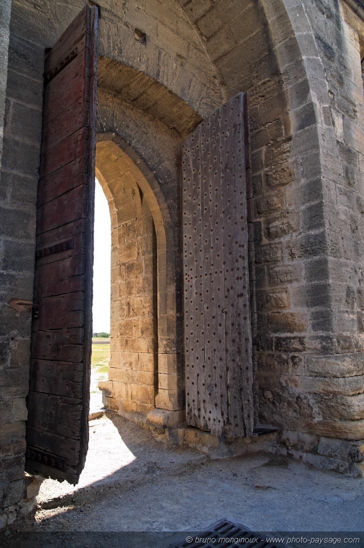 Vieux Portail En Bois aigues-mortes - aigues-mortes - vieux portail en bois