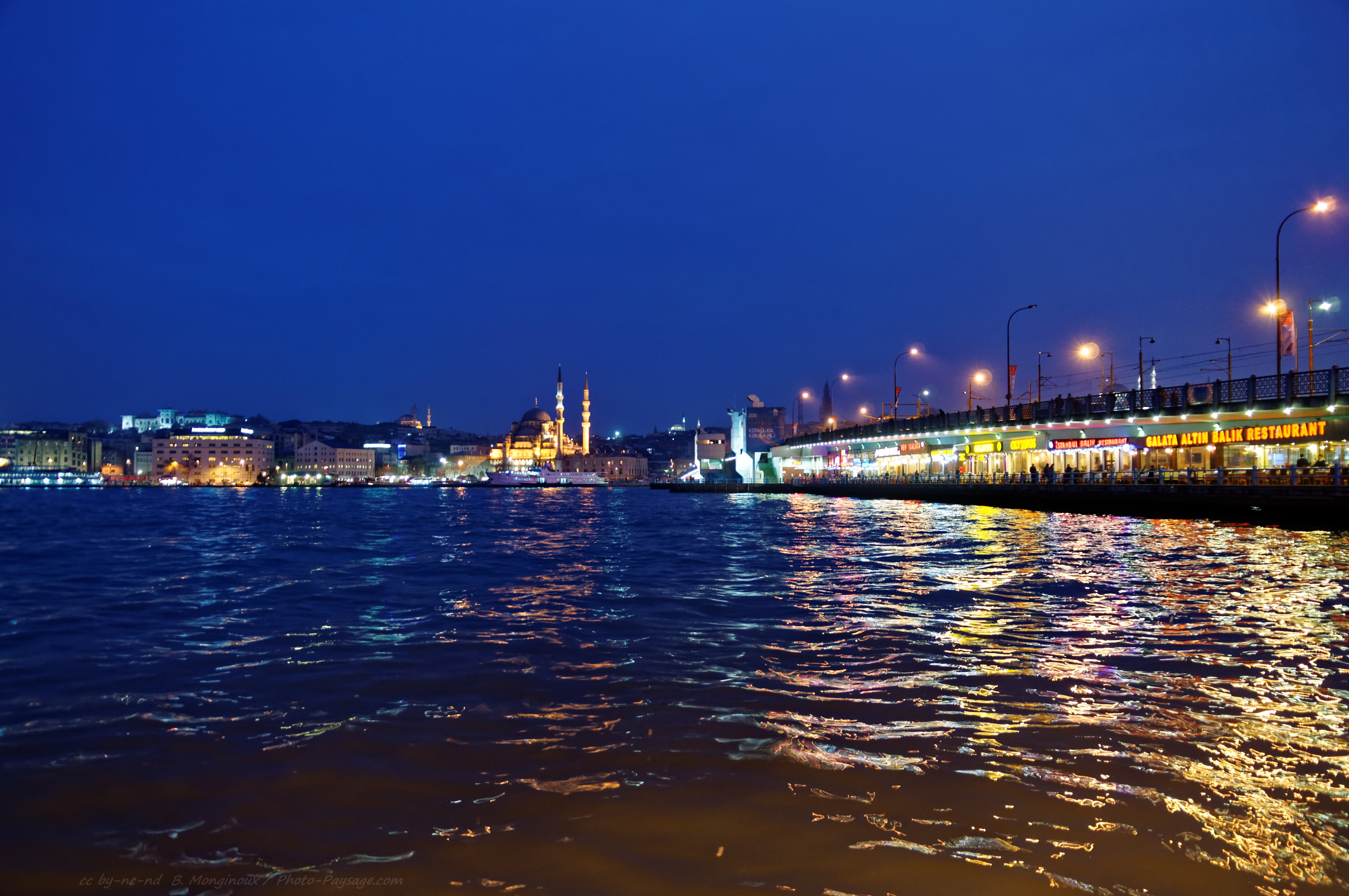Lampadaires Le Pont De Galata Istanbul By Night 1
