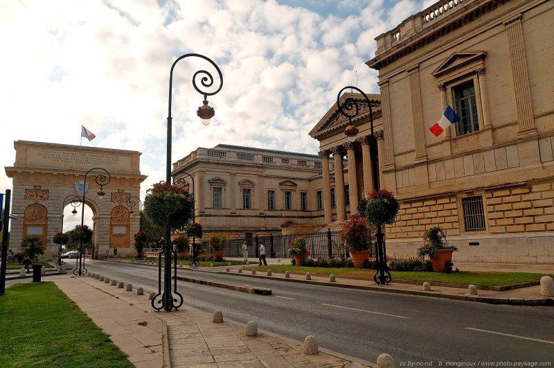 Arc de triomphe et palais de justice montpellier france - Arc de triomphe montpellier ...