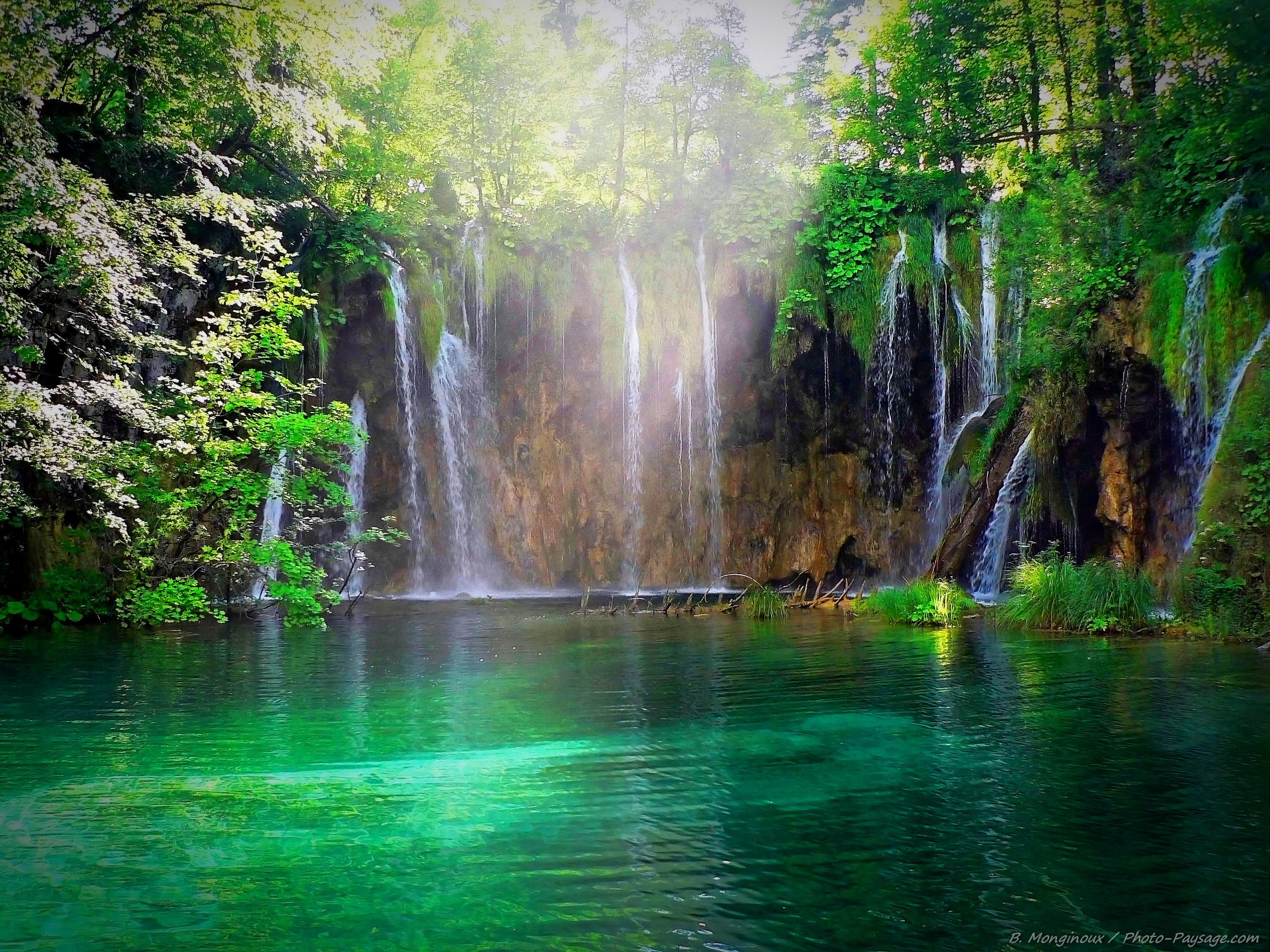 http://www.photo-paysage.com/albums/Paysages/Lac-riviere-cascade/croatie-lacs-plitvice-cascades-7.jpg