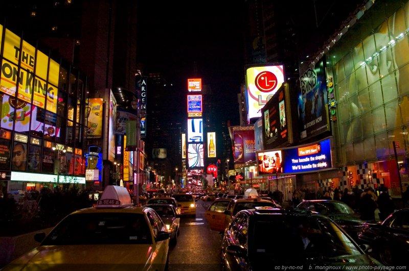 Broadway by night la nuit tomb e le quartier de time for Photo ecran times square