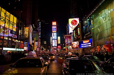 new_york_by_night-time_square-01.jpg