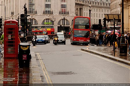 Piccadilly_Circus_-02.jpg