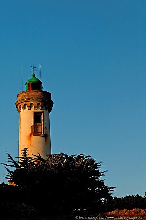 Phare_de_Port-Navalo_-2.jpg