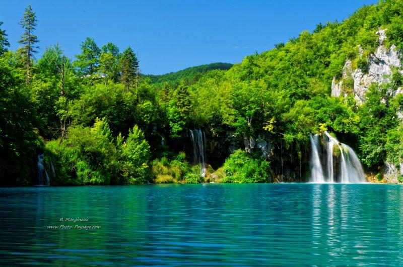 des cascades se d versent dans une eau bleu turquoise telle est la magie des paysages de. Black Bedroom Furniture Sets. Home Design Ideas