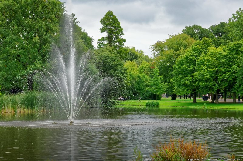 Fontaine dans le parc Vondel