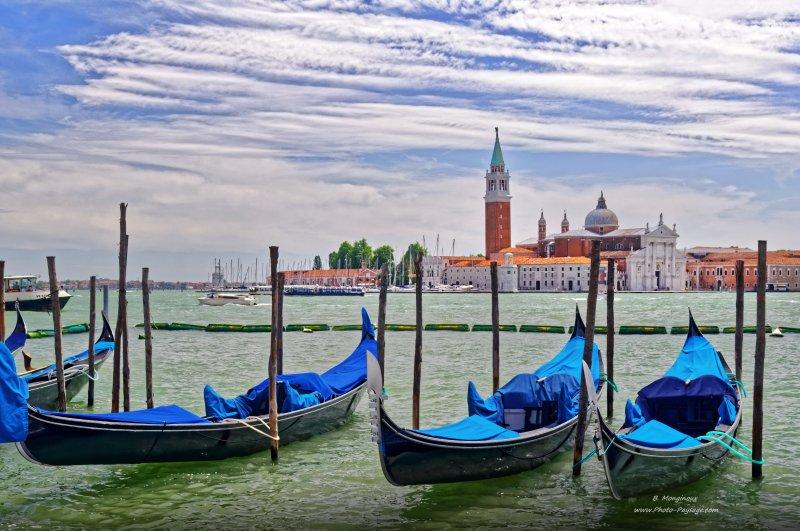 Des gondoles en face de l'île San Giorgio Maggiore.Venise, Italie