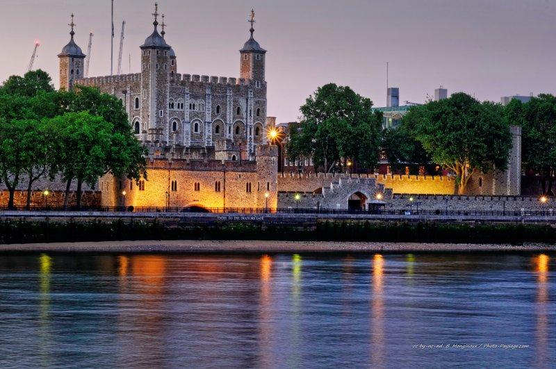 La Tamise et la Tour de Londres en fin de journée. Londres, Royaume-Uni