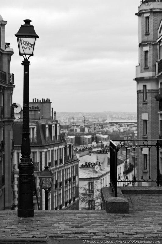 les rues de montmartre en noir et blanc 03
