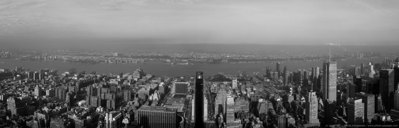 Paysage urbain new-yorkais - Assemblage panoramique de 3 photos - Noir & Blanc - New-York, USA
