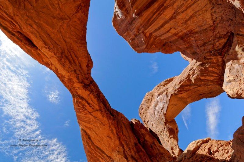 2 - Si vous allez voir Canyonlands dans l'Utah, l'autre parc national que vous ne devez pas rater est celui d'Arches. Immense, vous trouverez dans ce désert d'innombrables arches, piliers et autres falaises sculptés patiemment par l'érosion au fil des millénaires.