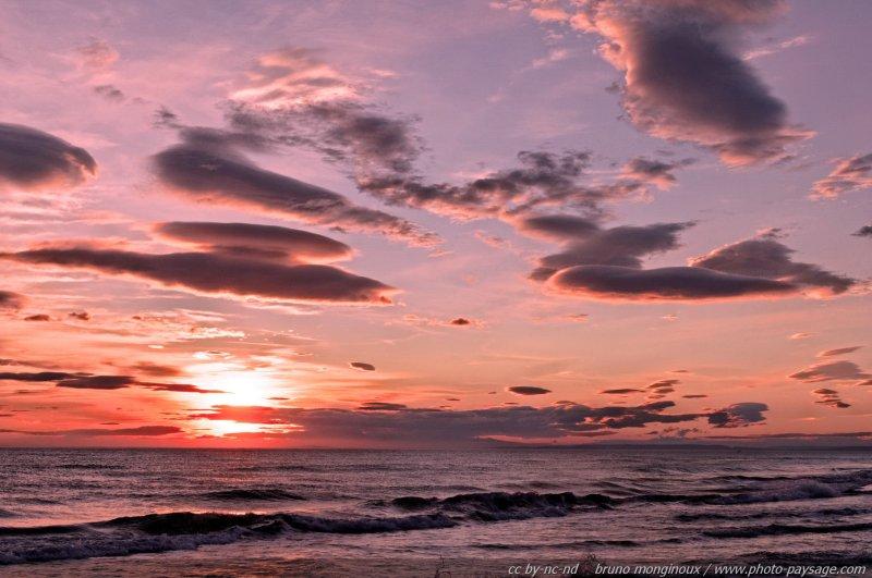 Un coucher de soleil teint de rose massif dunaire de l 39 espiguettele gr - Coucher de soleil rose ...