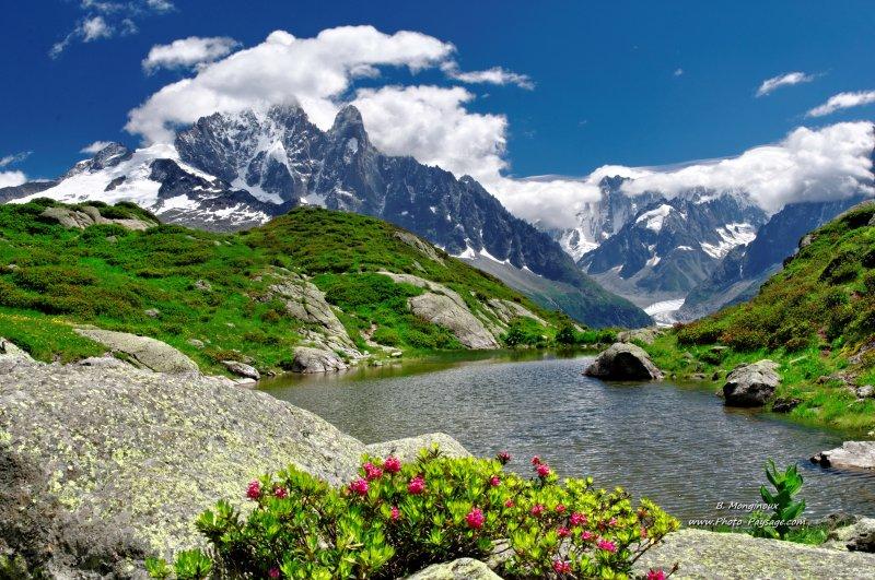 un joli petit lac de montagne le lac de la fl g re massif du mont blanc haute savoie france. Black Bedroom Furniture Sets. Home Design Ideas