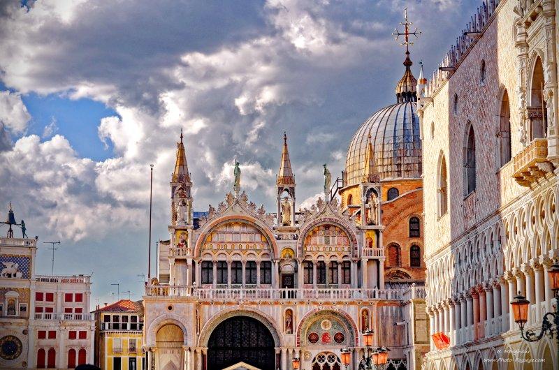 La basilique Saint Marc et le Palais des Doges Place St Marc, Venise, Italie