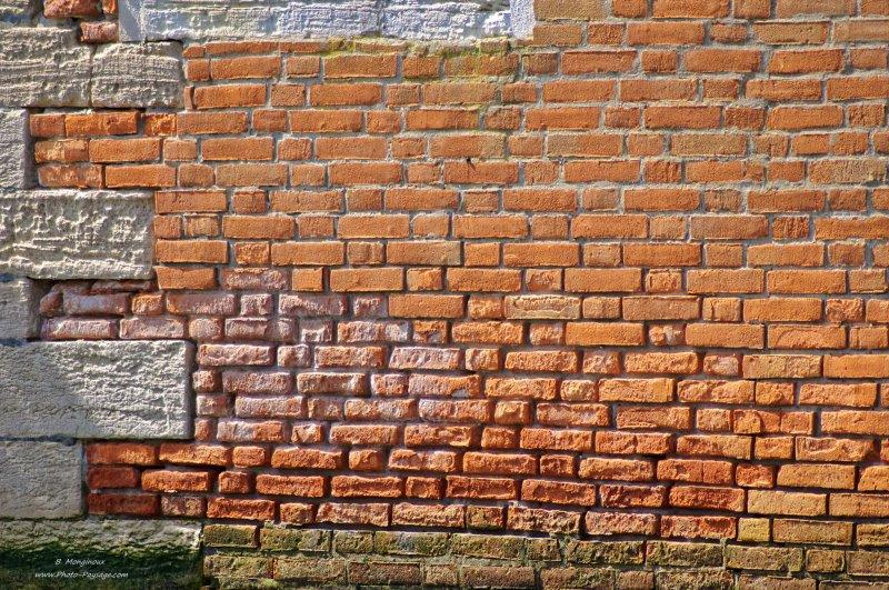 Venise un mur de brique voyage venise italie - Enduire un mur en brique ...