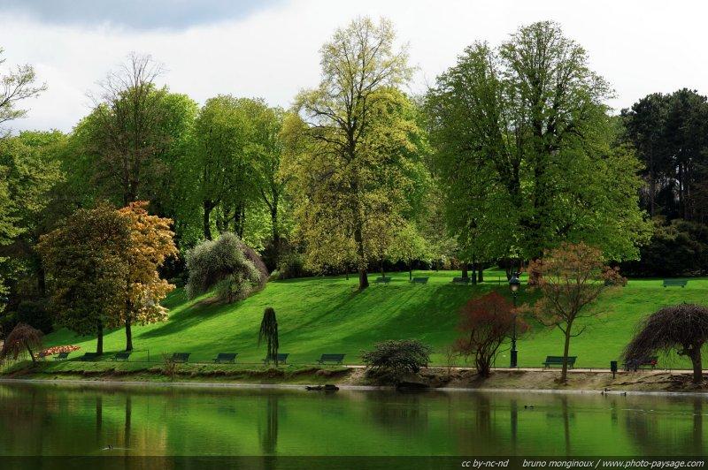 Le parc montsouris au printemps paris france for Jardins et espaces verts