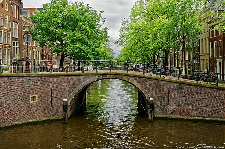 Amsterdam, ses ponts et canaux