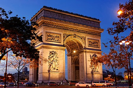 Arc de triomphe la nuit