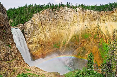 Arc en ciel au pied des lowers falls de Yellowstone