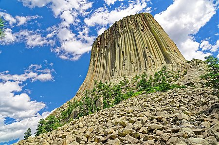 Au pied de la Devils Tower