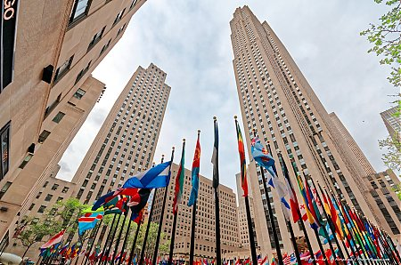 Au-pied-du-Comcast-building-au-coeur-du-Rockefeller-center.jpg