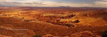 Panorama sur Canyonlands et Monument Bassin, photographié depuis Grand View Point Overlook