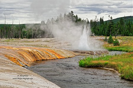 Cliff geyser