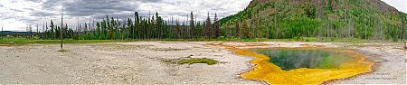 Emerald-pool-Black-sand-basin-Yellowstone.jpg