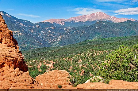Pikes peak (4 302 m) vu depuis Garden of the Gods