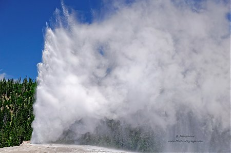 Geyser-Old-Faithful.jpg