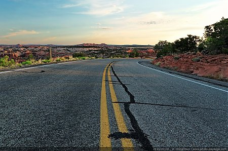 La-Grand-View-Point-road---Parc-National-de-Canyonlands.jpg