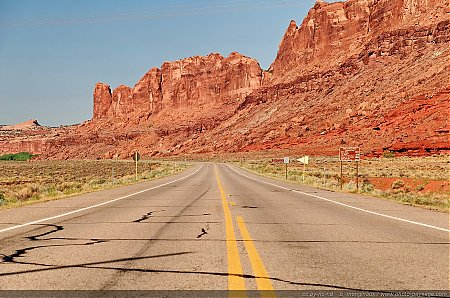 La-route-313-qui-mene-Parc-National-de-Canyonlands.jpg
