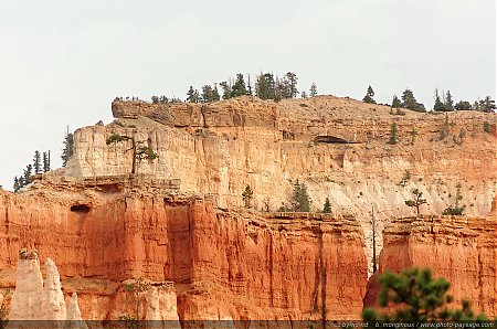 Le-point-de-vue-de-Bryce-Point-vu-depuis-le-fond-de-la-vallee.jpg
