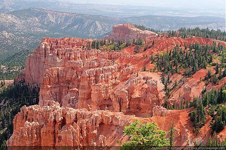 Les-Hoodoos-vus-de-Rainbow-point.jpg