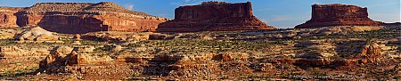 Merimac-and-Monitor-buttes---Canyonlands---vue-panoramique.jpg