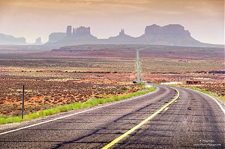 Monument Valley : la scenic drive 163 dans la brume