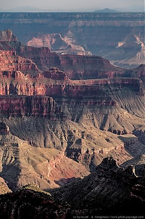 Pics et falaises dans le Grand Canyon