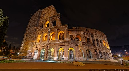 Rome-le-Colisee-by-night-1.jpg