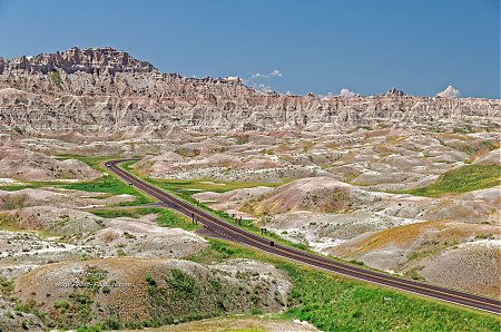 Route-dans-le-parc-national-des-Badlands_07.jpg