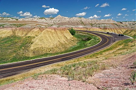 Route-dans-le-parc-national-des-Badlands_08.jpg