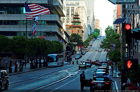 Scène de rue dans le quartier financier de San Francisco à proximité de ChinaTown