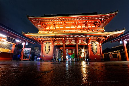 Temple_Senso-Ji_-_Hozomon_gate.jpg