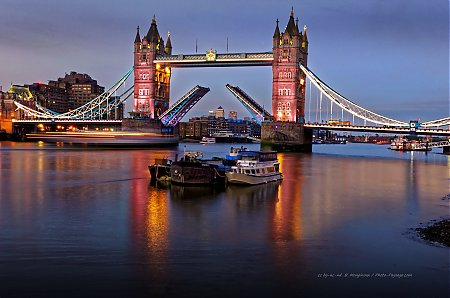 Tower_Bridge-bateau-Tamise-Londres--pont_basculant.jpg