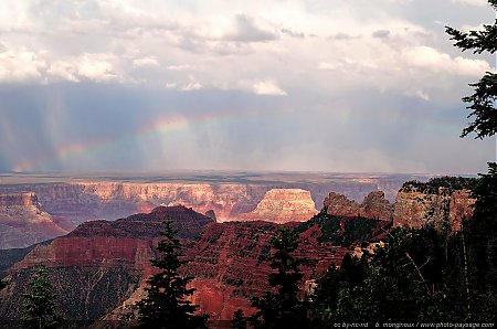 Un arc-en-ciel au dessus de la rive sud du Grand Canyon