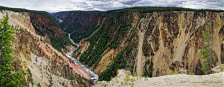 Vue-panoramique-de-la-riviere-et-du-grand-canyon-de-Yellowstone.jpg