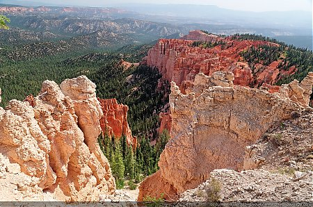 Vue plongeante sur les Hoodoos depuis Rainbow Point