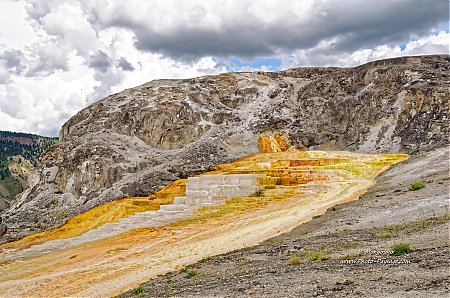 Yellowstone-Mammoth_hot_springs-4.jpg
